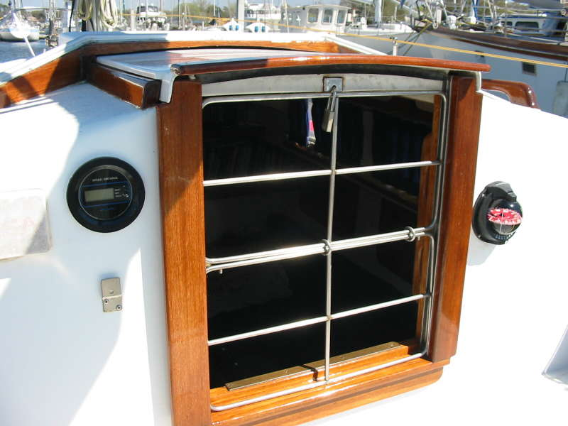 Hands on yacht security: securing the main hatch